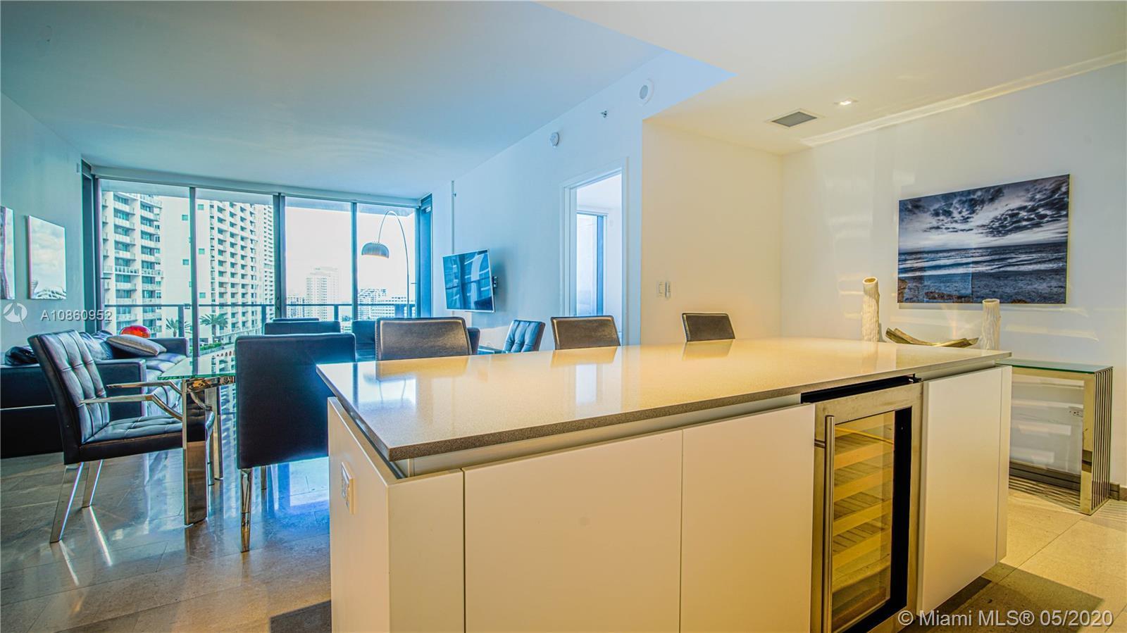 Beautiful 2 Bedroom 2.5 Baths unit at the luxury Reach, Brickell City Center. Modern italian kitchen