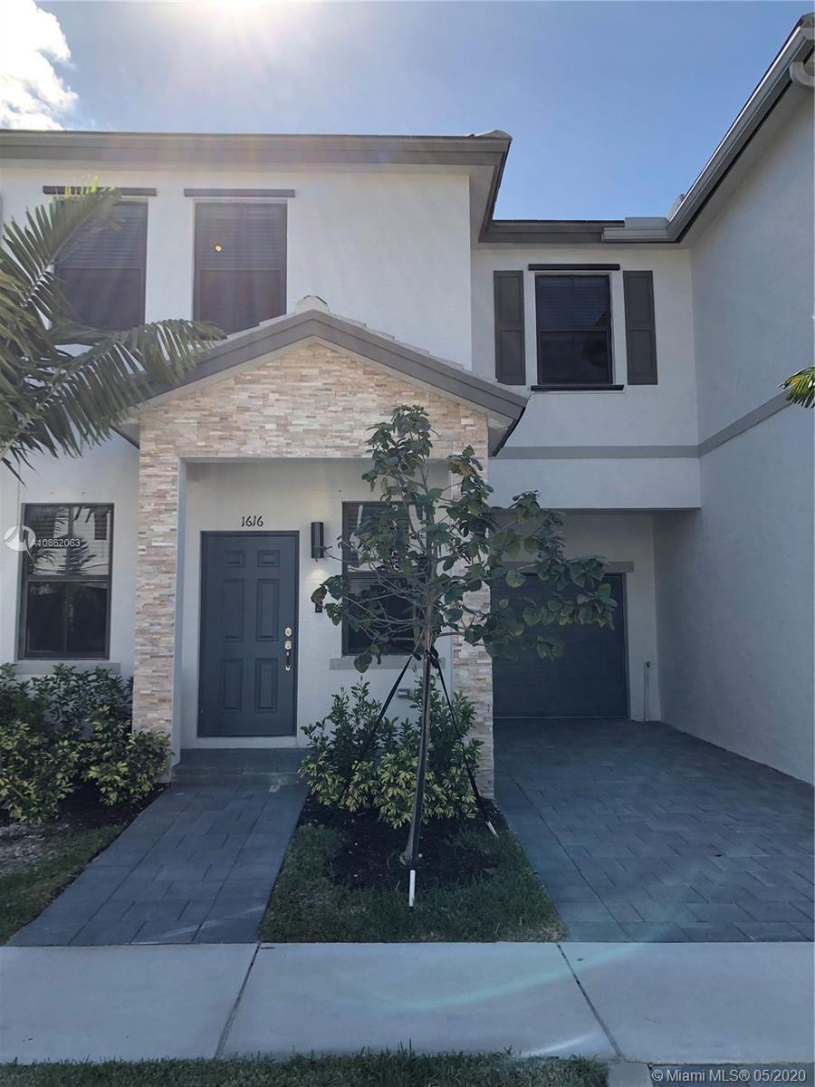 An amazing new community nestled in a beautiful, tree-lined street neighborhood in Ft. Lauderdale. Q