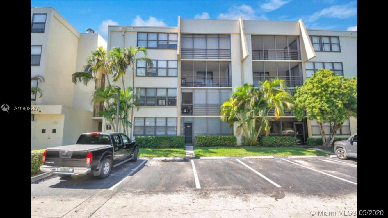 This is a beautifully remodeled apartment in the heart of Aventura. Conveniently located on the firs