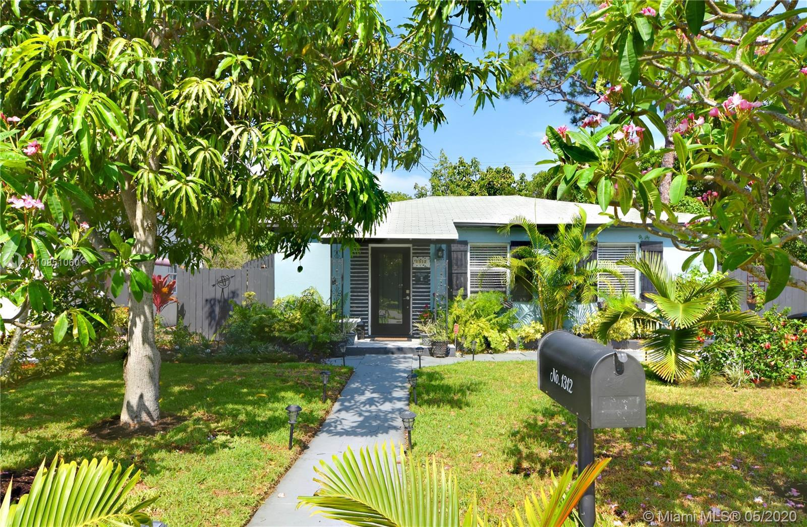 Tranquil Oasis tucked away minutes from Downtown and Wilton Drive. Charming 3 bedroom 1 bath with ea