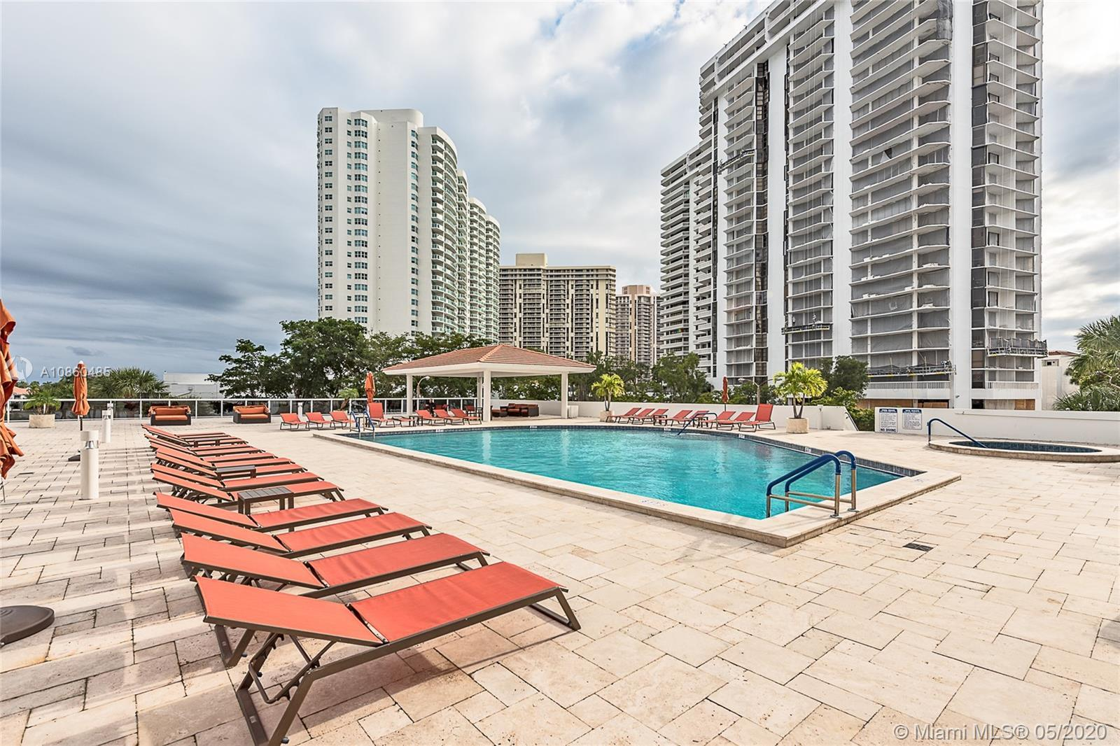 Renovated Waterview Condo in the heart of Aventura across Turnberry Golf Course; 2 Split bedrooms, 2