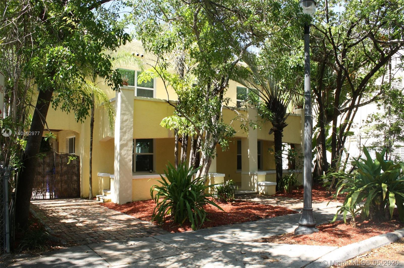 Very Cozy Spanish house in the heart of Design District with Mother in Law private cottage. Two sto