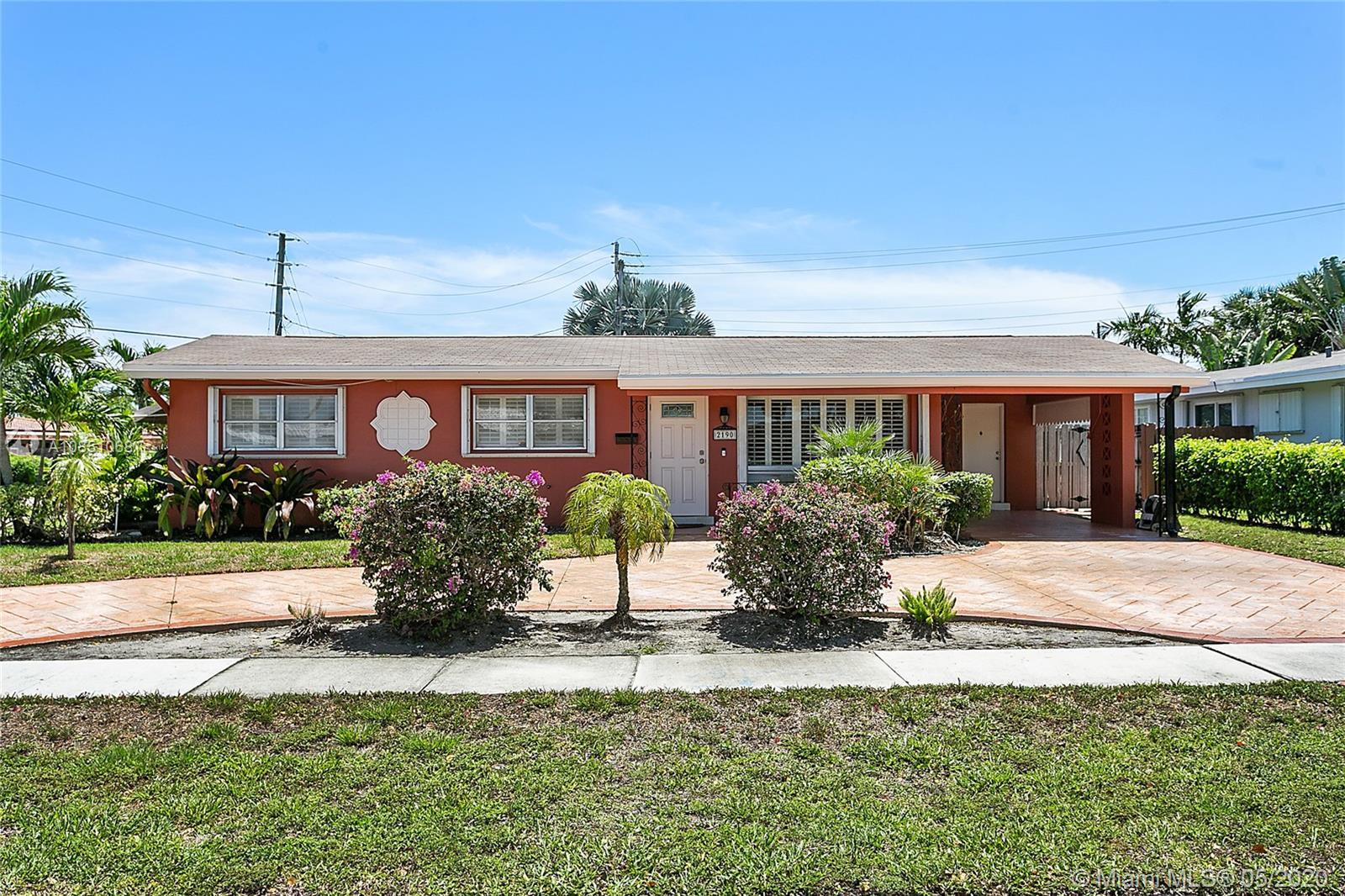 Quiet, Cozy 3 bedroom, 2 bath single family residence in a great area of Imperial Point. All mechani