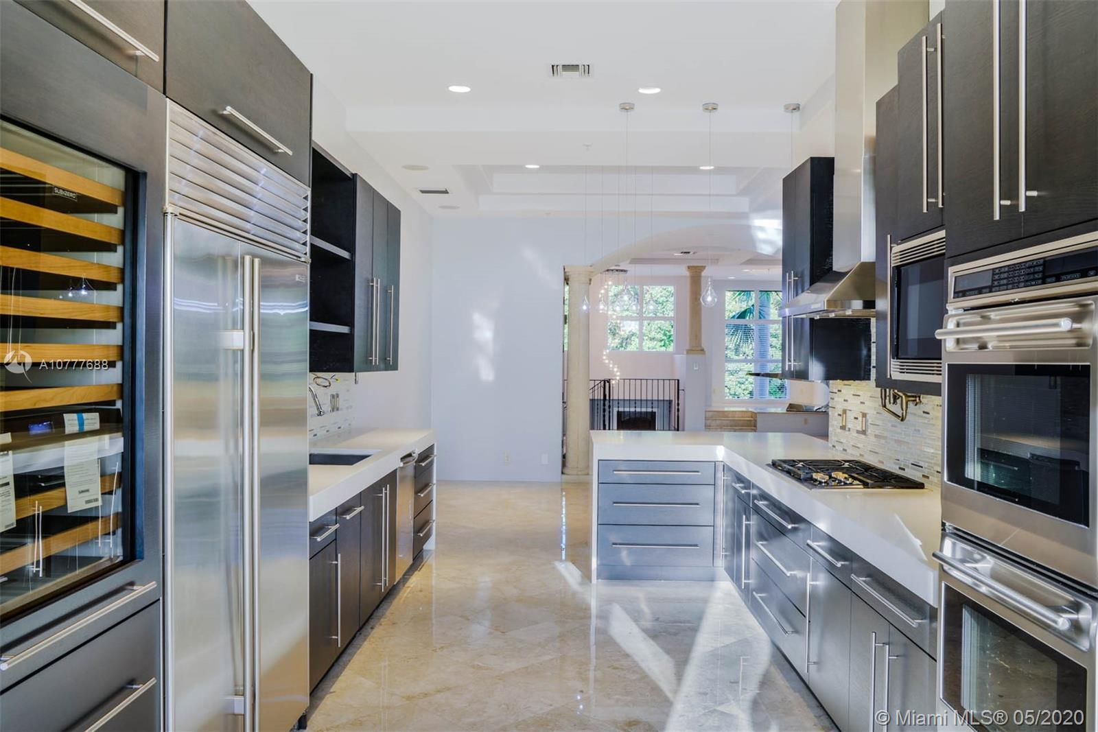Beautiful Townhouse in a great downtown Boca Raton location. Marble and wood floors, wolf and sub ze