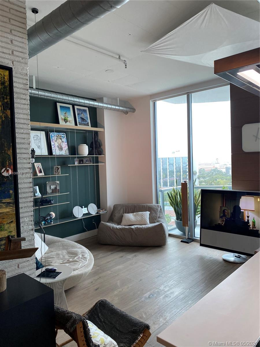 Gorgeous 2/2 loft style condo in the heart of Aventura, this unit is completely remodeled with the b