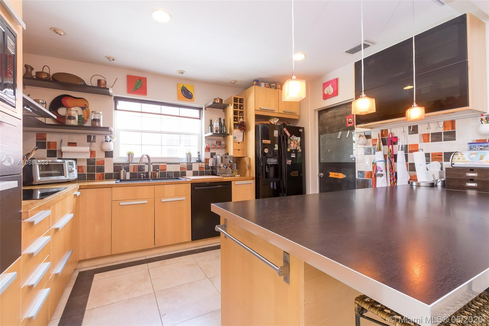 Spectacular 4 bedrooms and 2 bathrooms single family house in a quiet neighborhood. Amazing upgrades