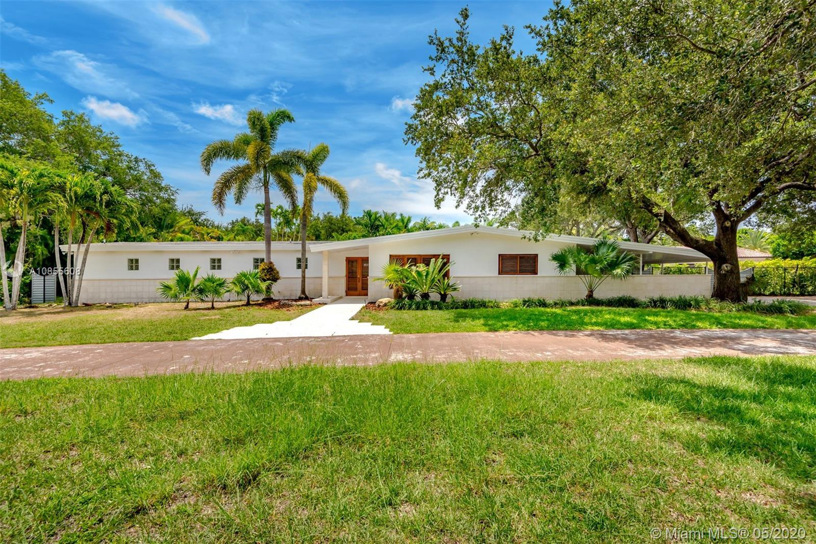 Beautiful Pinecrest home perfect for families with 4 bedrooms and 4 bathrooms + staff's quarter, loc