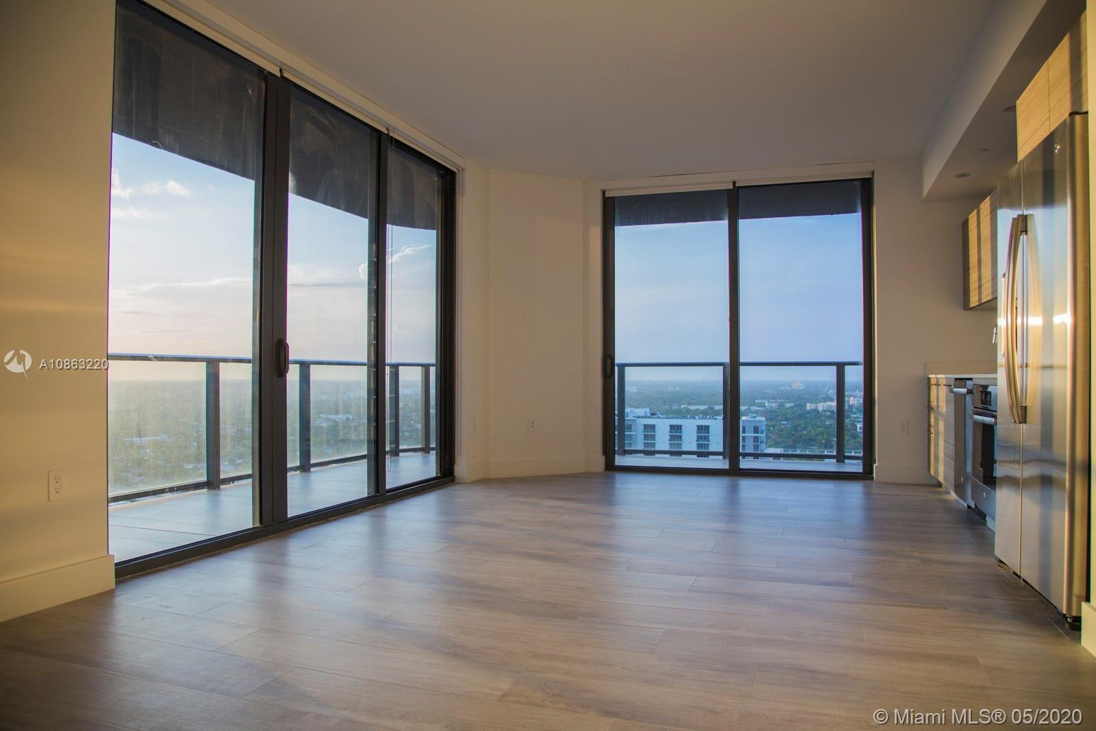Beautiful brand-new never-occupied corner unit in pristine condition. 982 SQFT Per the Developer Im