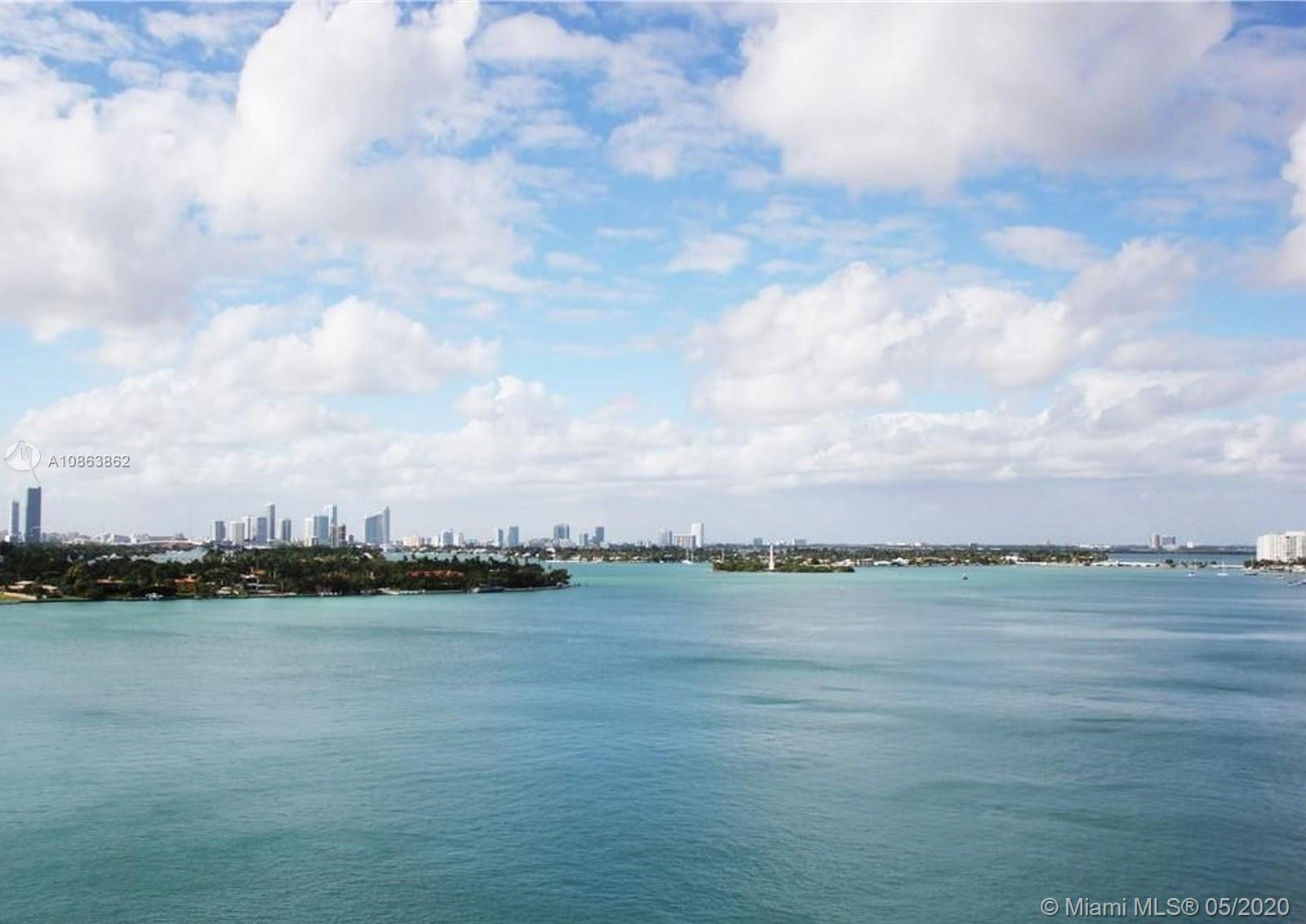 Stunning Views – 1 bedroom, 1 bath condo located in the heart of South Beach. Enjoy sweeping views o