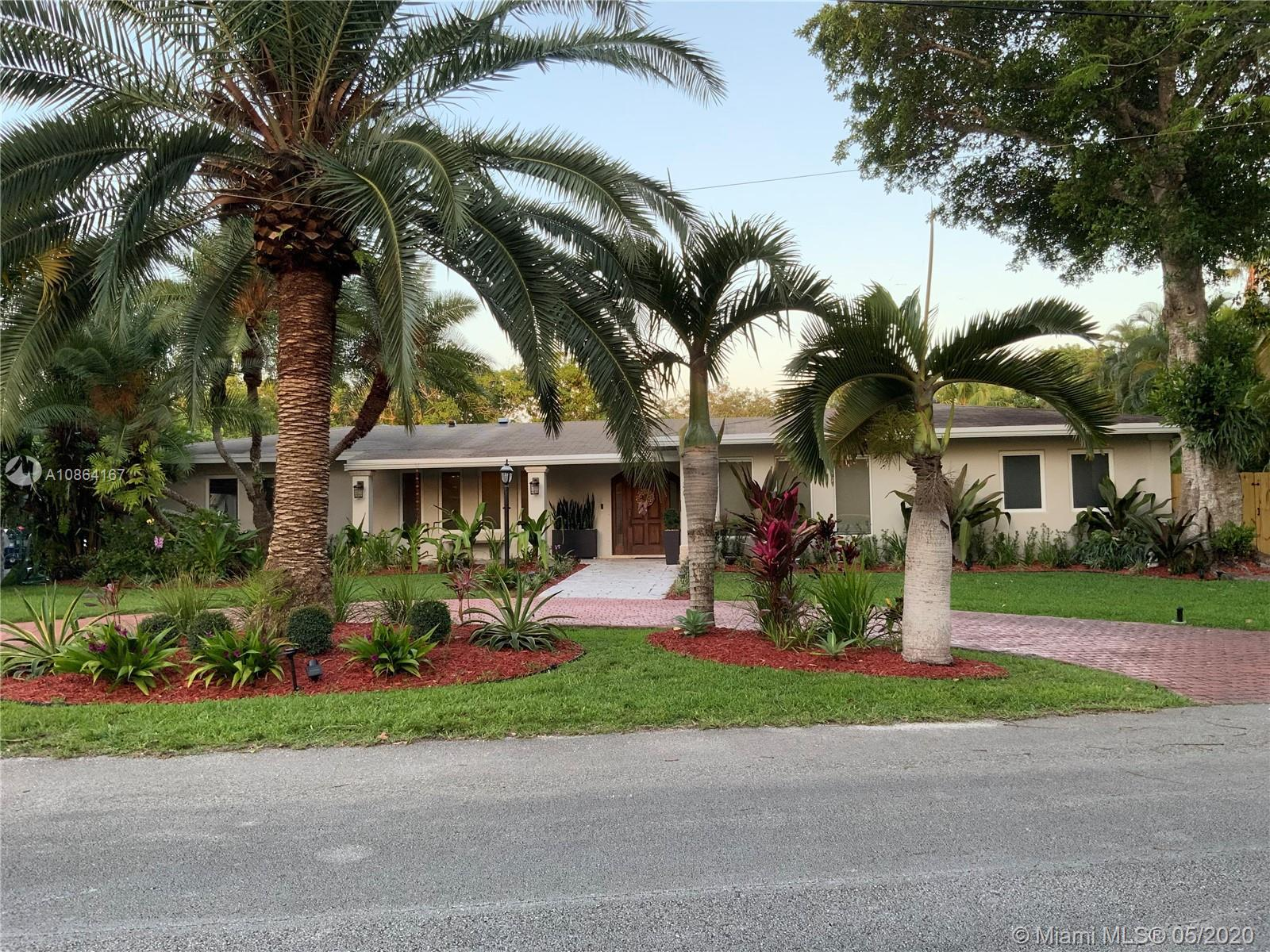 BEAUTIFUL, SPACIOUS, WATERFRONT, FAMILY POOL HOME, LOCATED IN THE HEART OF PINECREST, ON NO THRU TRA