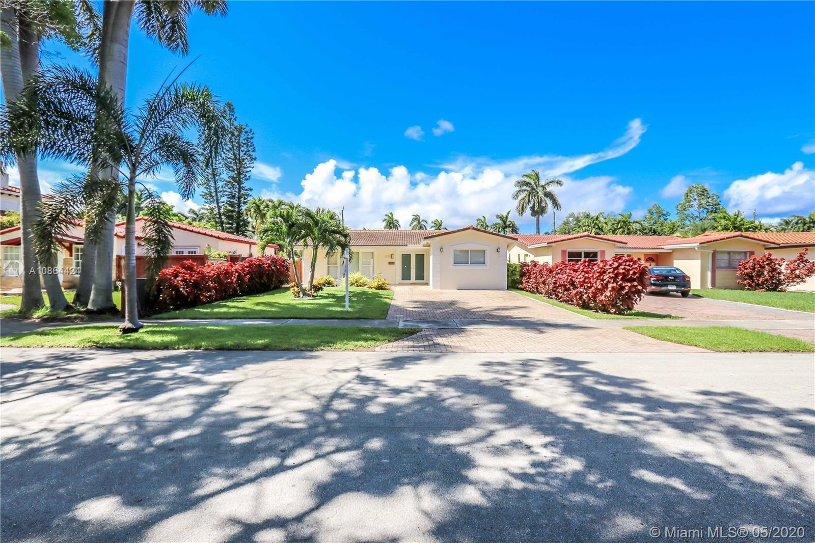"""Beautiful 4 bedroom 3 bath pool home. Updated in 2015.  Spacious living room, 22"""" white tile through"""