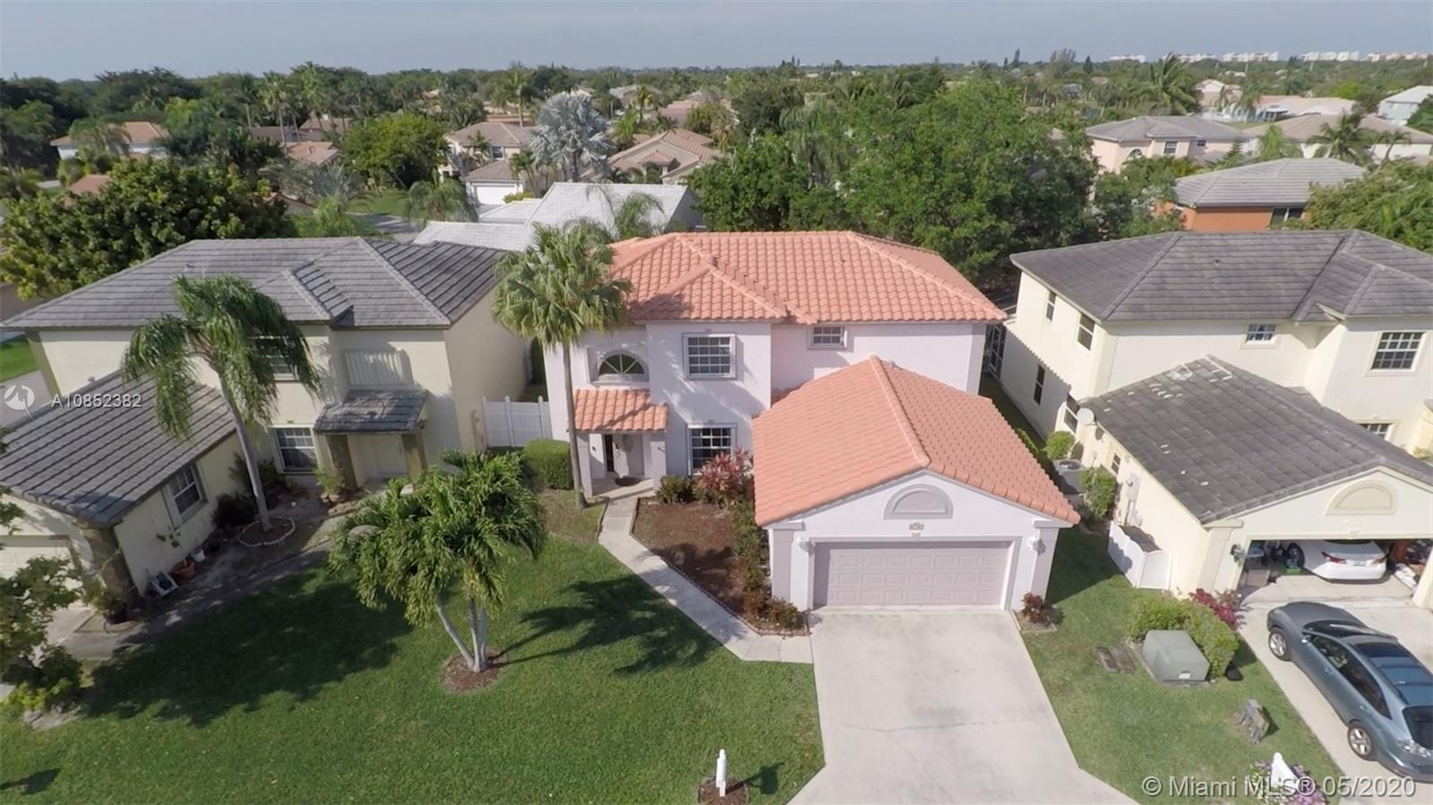 Large home in the Coquina Lakes subdivision of Deerfield Beach. Its location is convenient to shoppi