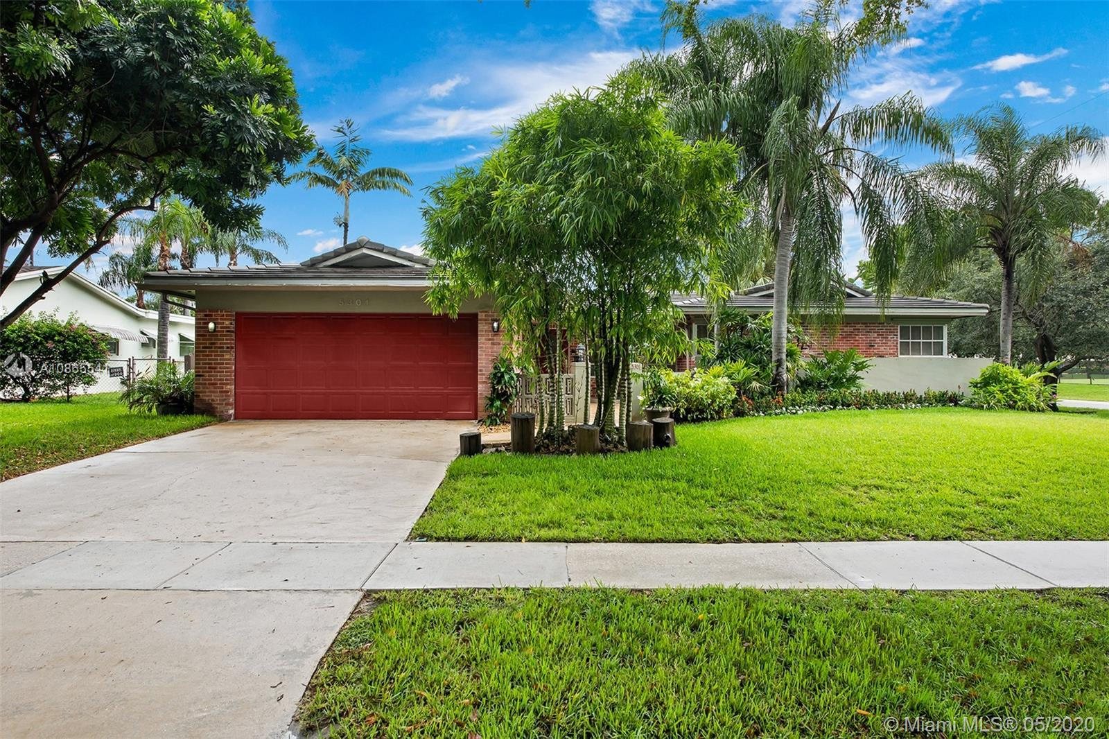 Stunning Hollywood Hills home! Fully updated 3 bedroom 3 bathroom house with an open floorplan. Conc