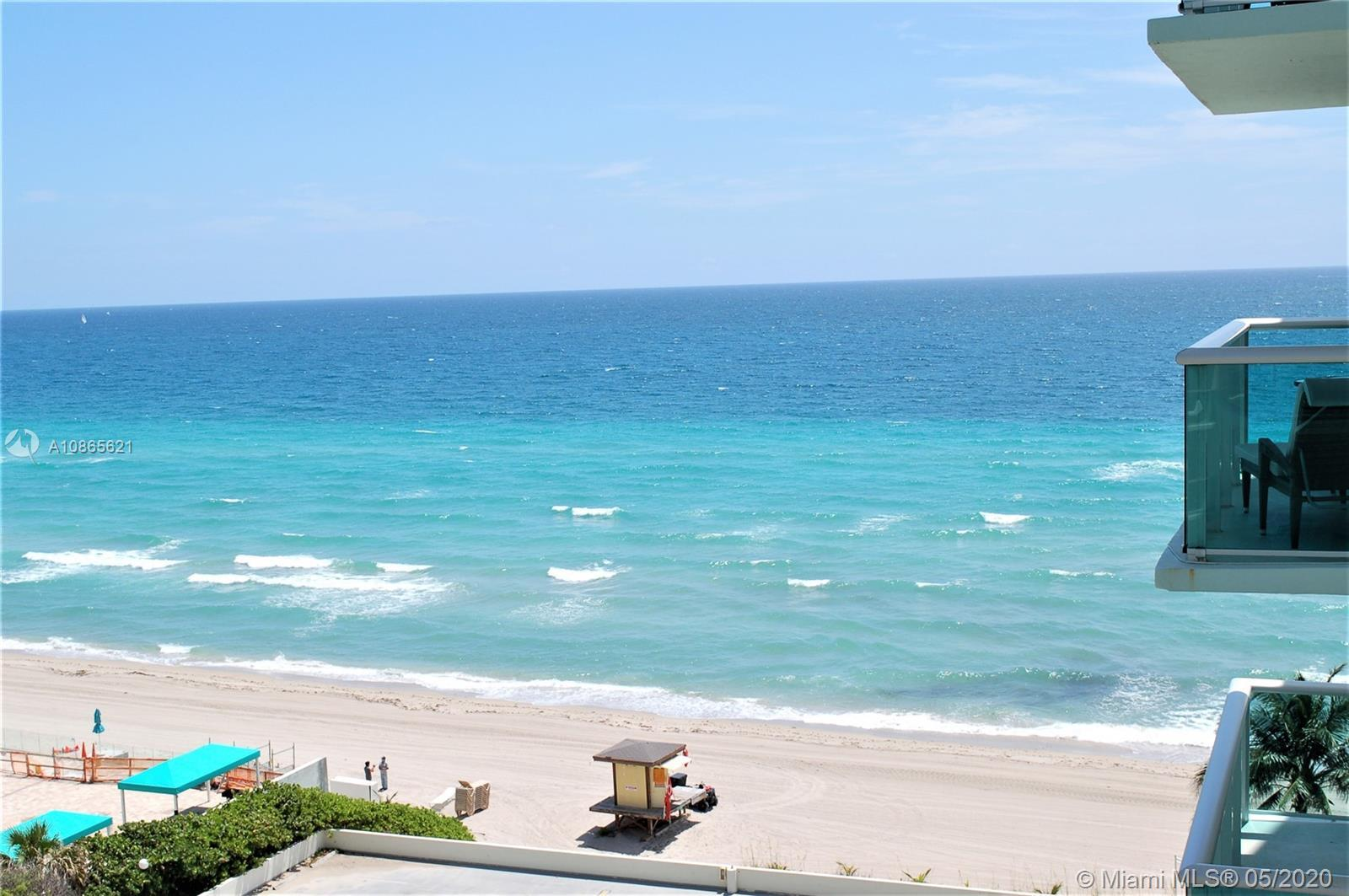 Breathtaking 1 bedroom right on the beach!glass balcony with ocean view.If you are looking for a gre