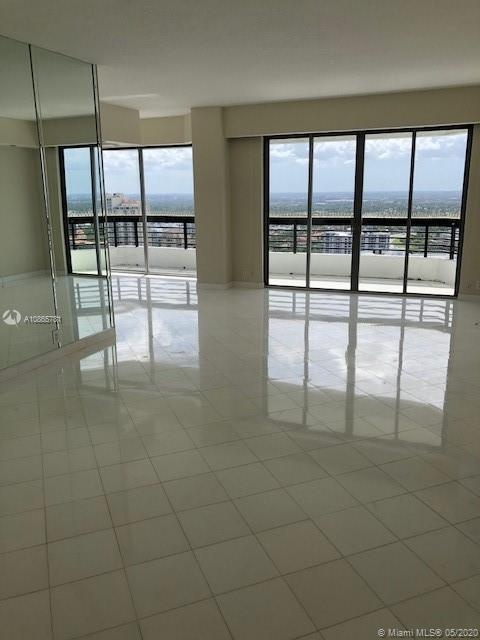 *UNIQUE PENTHOUSE UNIT 3 BED / 3 BATH*GREAT VIEWS FROM EVERY ROOM* FULL CONDO AMENITIES* WRAP AROUND