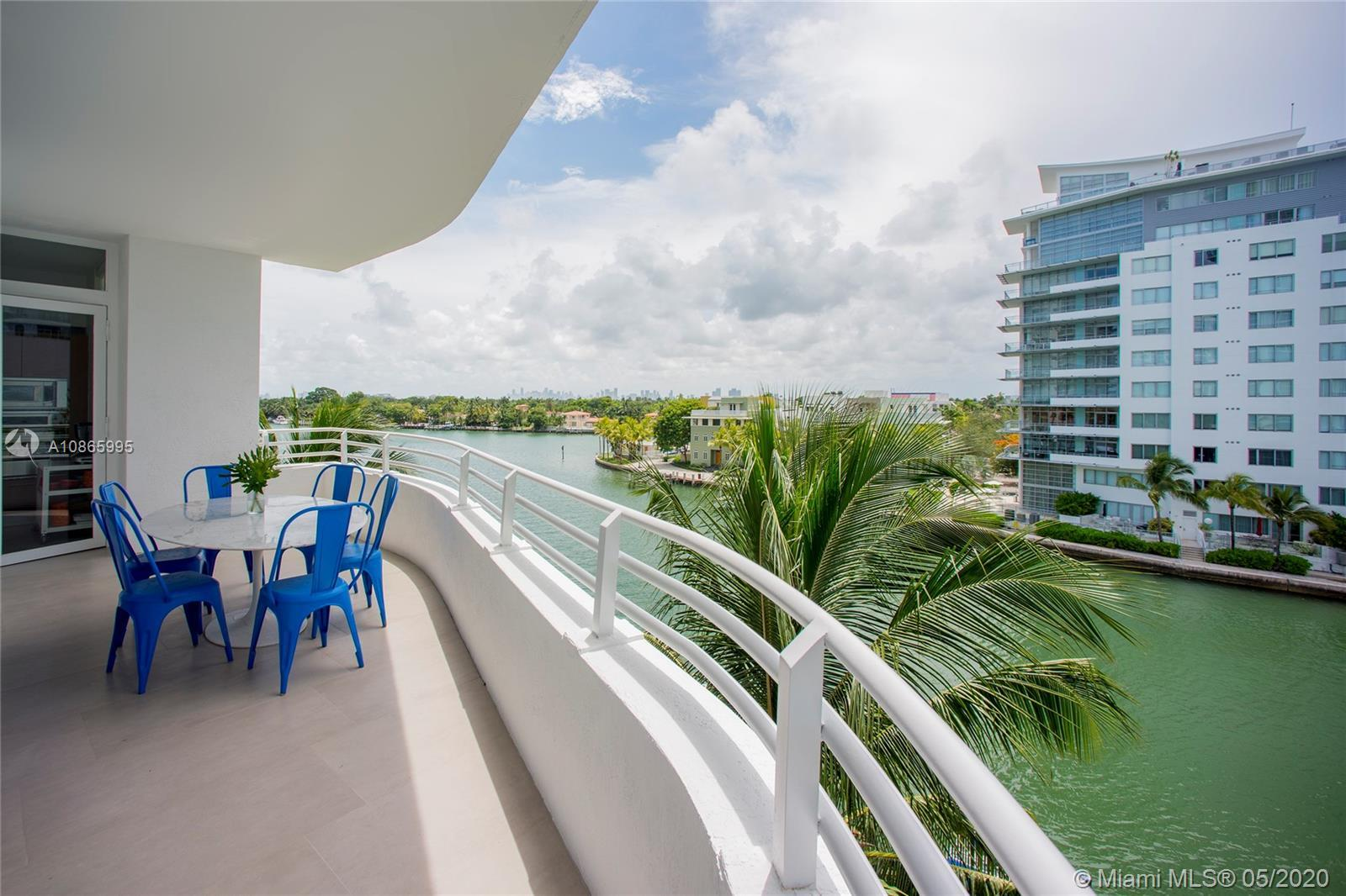 Laid-back luxury in prime waterfront location! Enjoy relaxed living and panoramic views in a large,