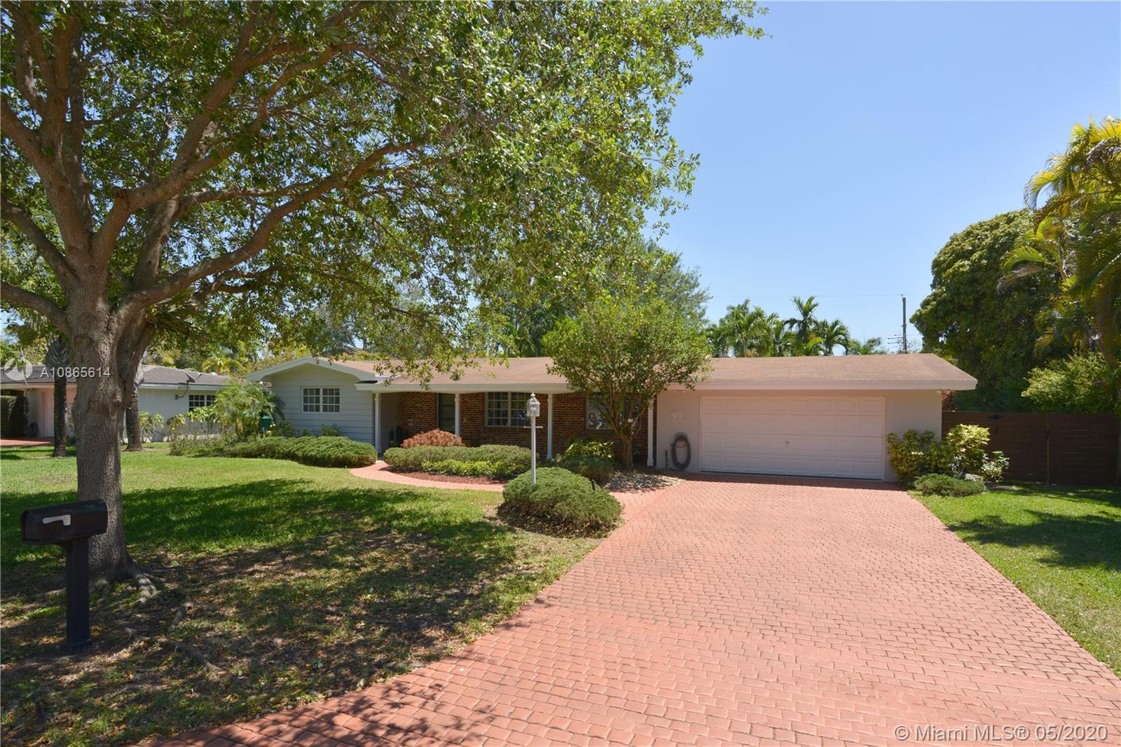 Beautiful home in North Pinecrest,  a great area with a great community and schools to raise a famil