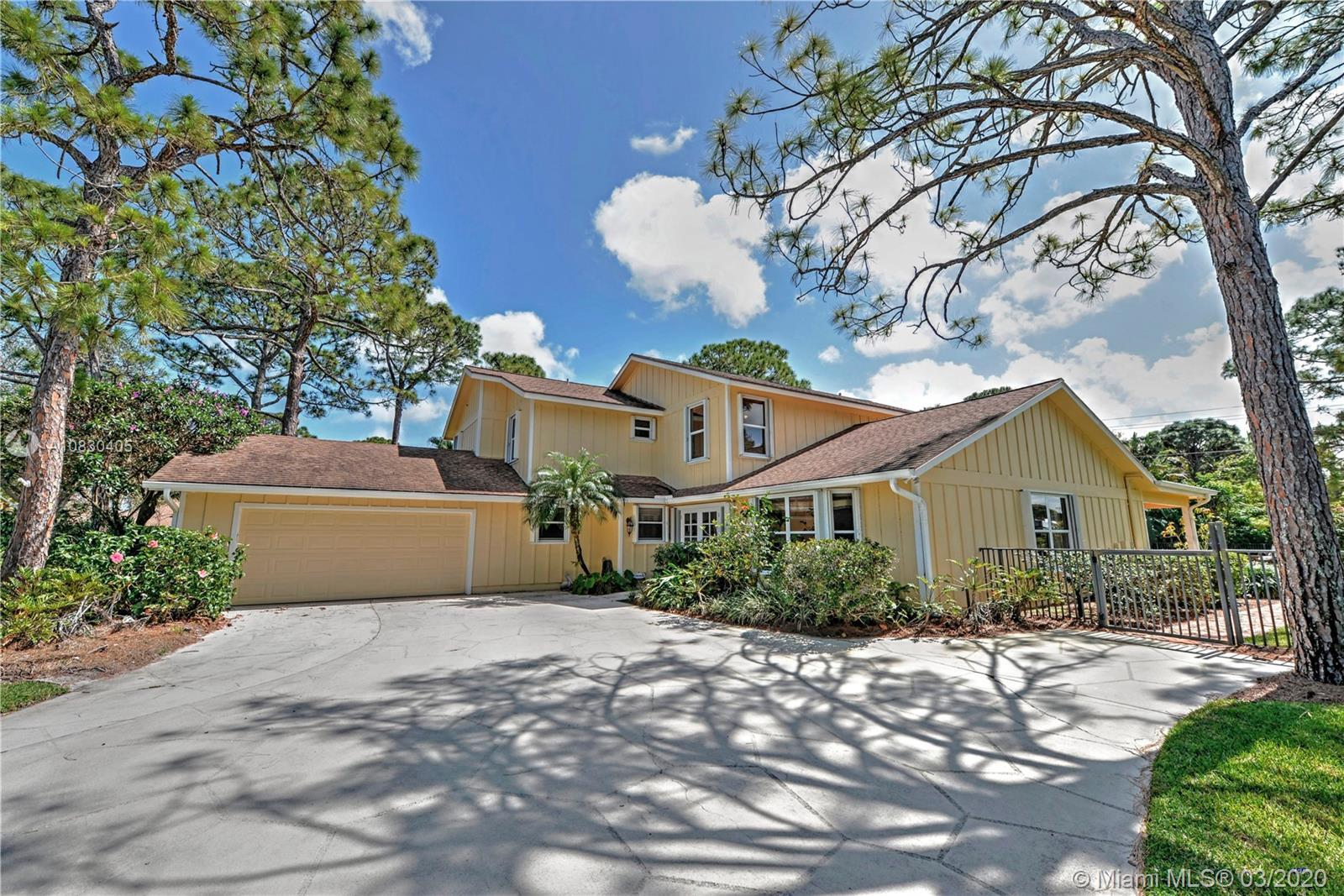 Exquiste home in the beautiful neighborhood of Whispering Trails.  Enter from the front door into a