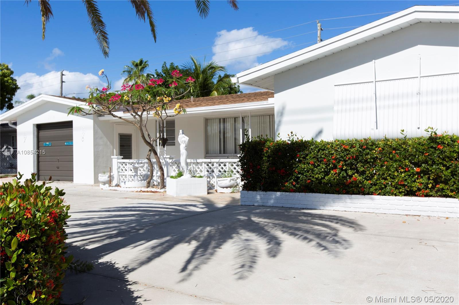 This is truly a MOVE-IN ready home in the highly desirable Knoll/Coral Ridge Isles area! Property se