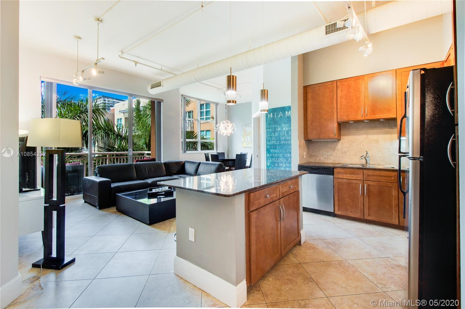 Unique 2/2 split floor NY style condo with 11' ceilings. Featuring a tropical garden. Kitchen has an