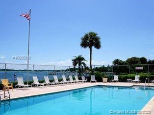 Updated 2BR 3BA 2 story TH in beautiful Jupiter Plantation, 2 balconys, surrounded by tropical plant