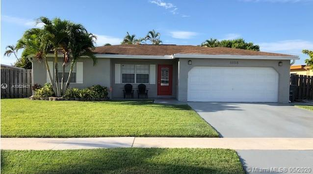 Beautiful 3bed/2baths remodeled move-in ready single family home in Boca Raton.  Granite kitchen cou