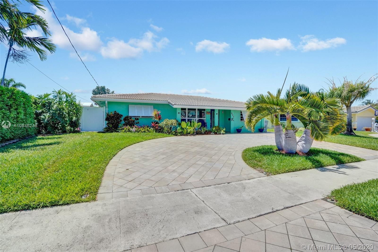 Boaters Dream!! This is the Deal!! Beautiful 3/2 home tucked away comfortably in Garden Isles on a q