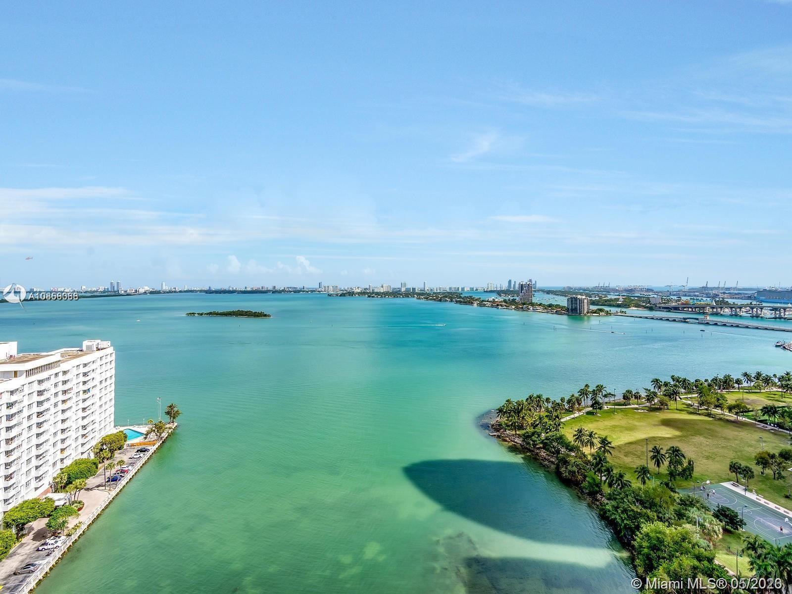 priced to sell!! Enjoy breathtaking bay views from this 3 bed / 2.5 bath unit at Paramount Bay in Ed