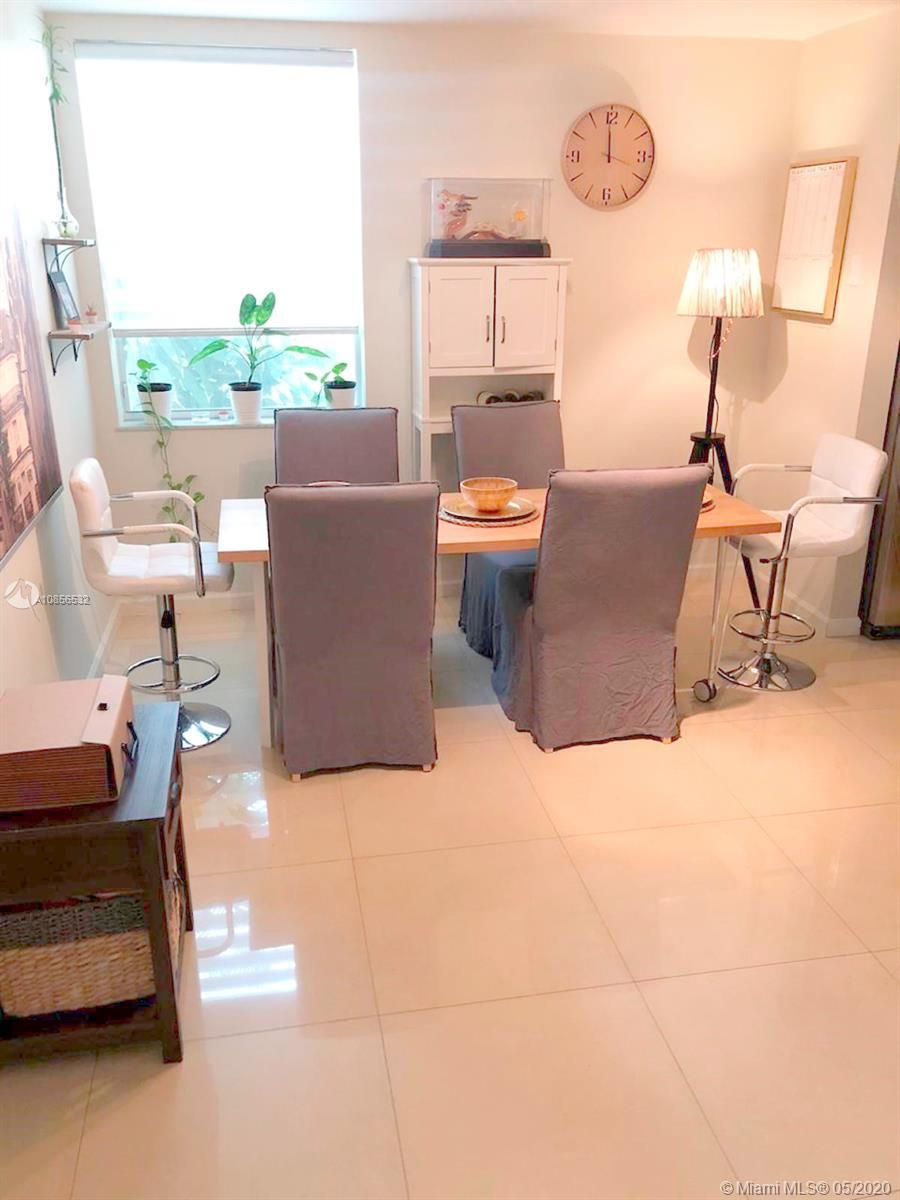 Townhome 2 Bedrooms 2.5 Bathroom in the heart of Aventura. Walking distance to Aventura Mall, Publix