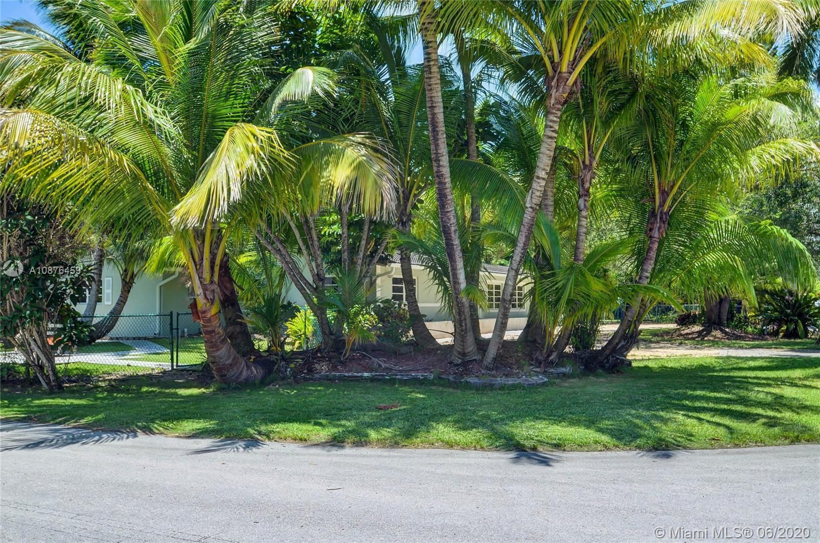 LOCATION, LOCATION, LOCATION, RIGHT IN THE HEART OF PINECREST. START YOUR NEW MEMORIES WITH THIS LAR