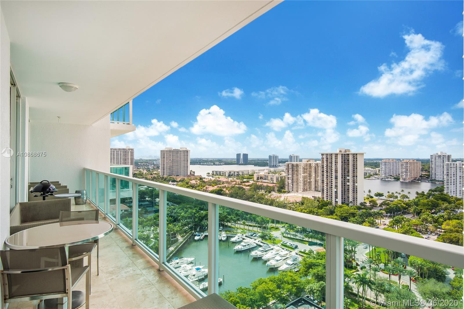 Impeccable unit fully furnished on a high floor. 3 bedrooms +den +3 bathrooms on a spacious 3.274 sf