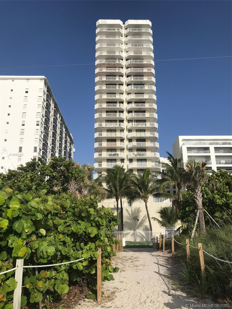 Incredible price for this luxury large remodeled direct ocean & beach front pied-à-terre. 2 balconie