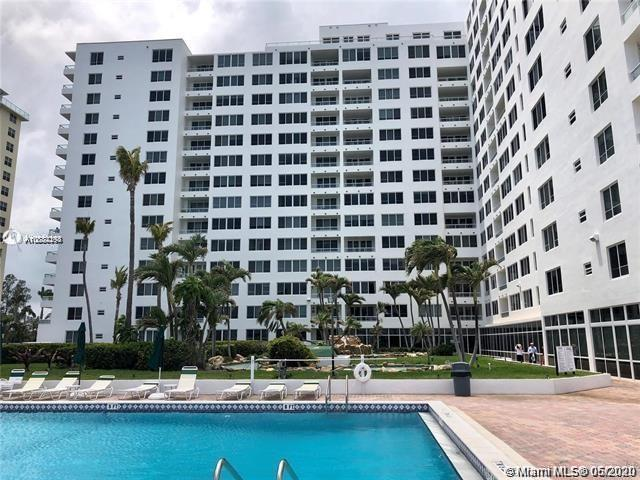 VERY NICE COMPLETELY REMODELED ONE BEDROOM PLUS DEN AND 1 BATHROOM UNIT, VERY BRIGHT WITH BAY AND CI