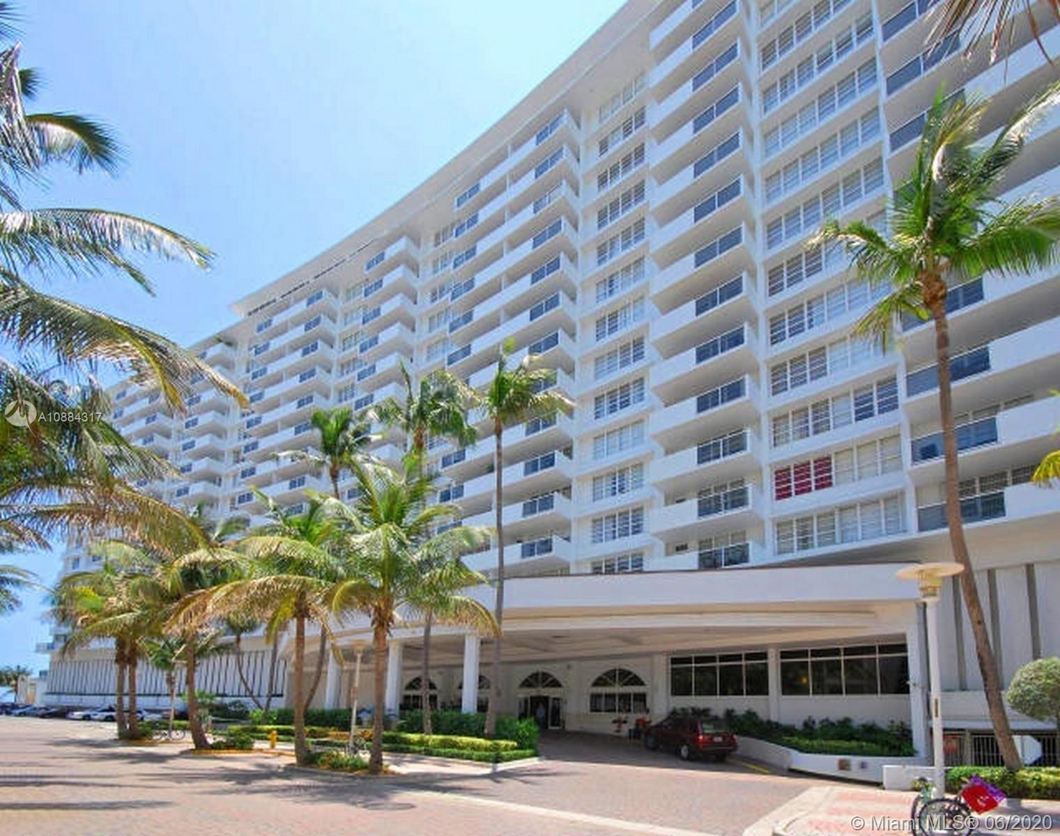 In the heart of Miami Beach, first line on the water the Decoplage is great located. Walking distan