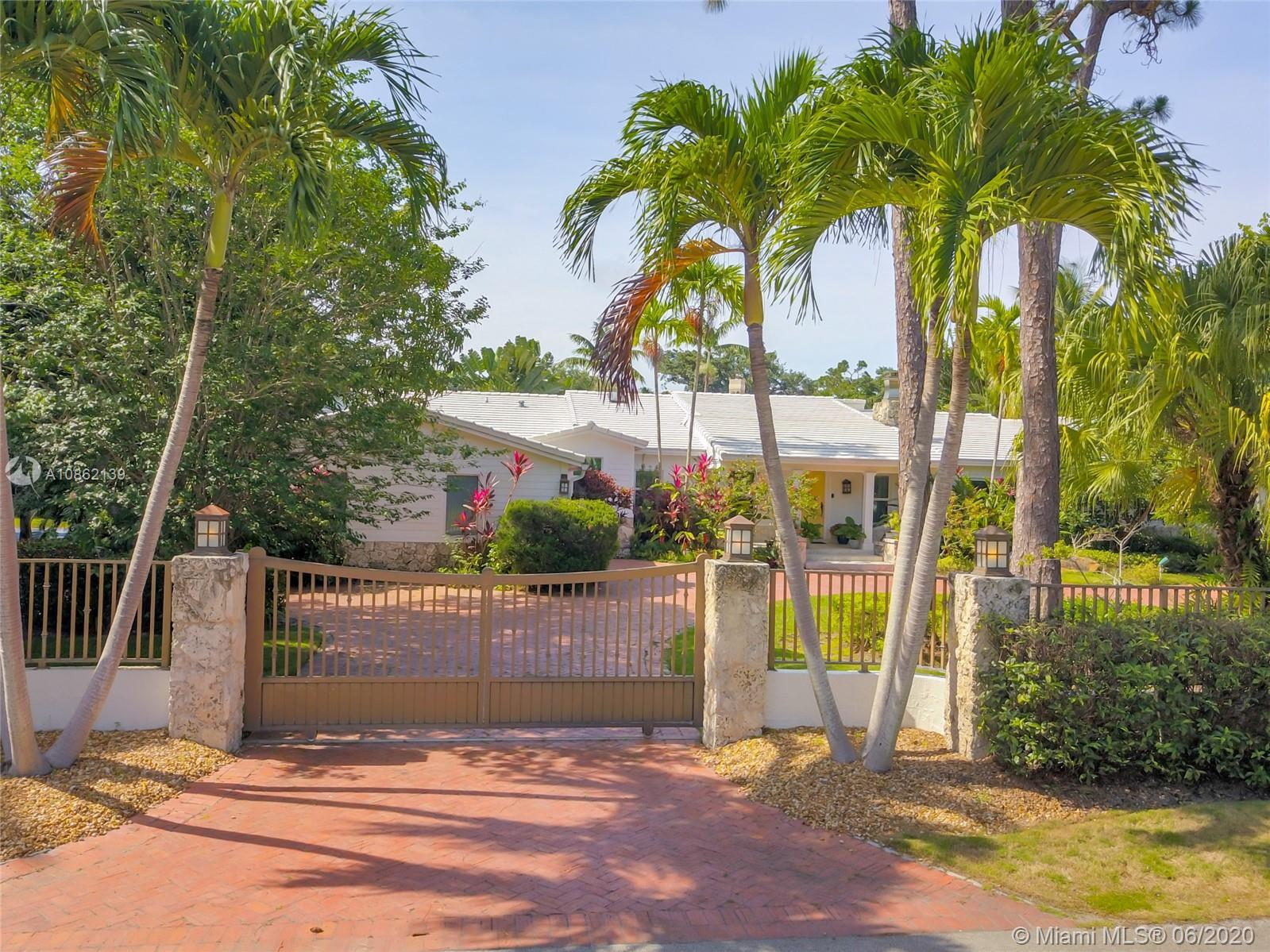 Spectacular N Pinecrest home on a perfect location, just minutes away from award-winning schools. Th