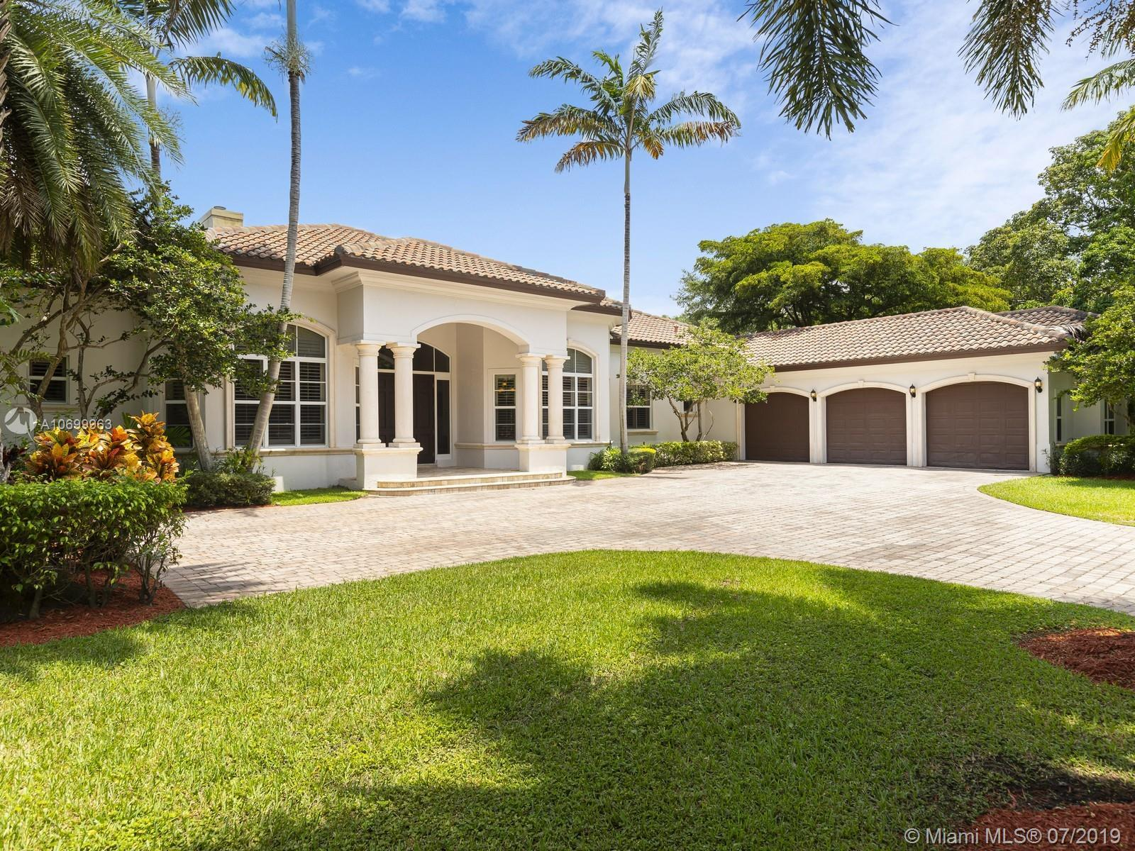 Prestigious Pinecrest Gated Estate developed by Kenner Homes. This home offers a spacious single-sto