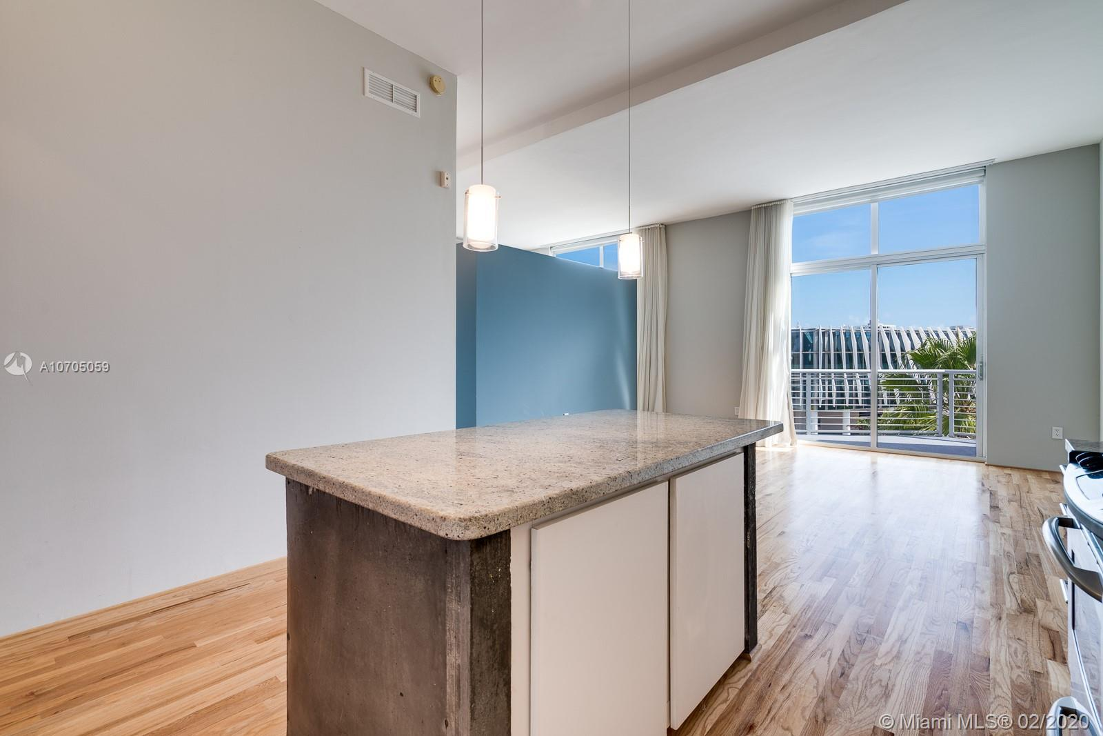 Meet 528, a contemporary loft space with sky high views of South Beach's exciting cityscape. This pi