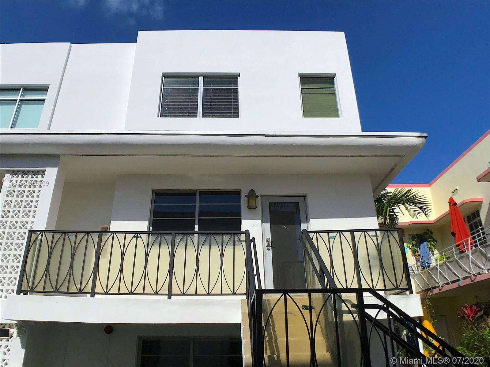 Video Tour, http://tiny.cc/1gfymz. Priced to Sell! Two-story condo just 3 blocks from the beach & in