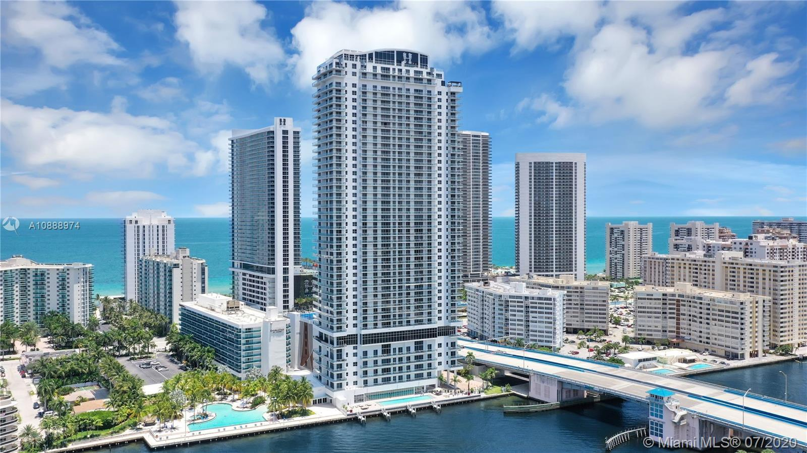 New and spectacular condo for sale, 3 bedrooms and 2.5 bathrooms. Corner unit with beautiful ocean,