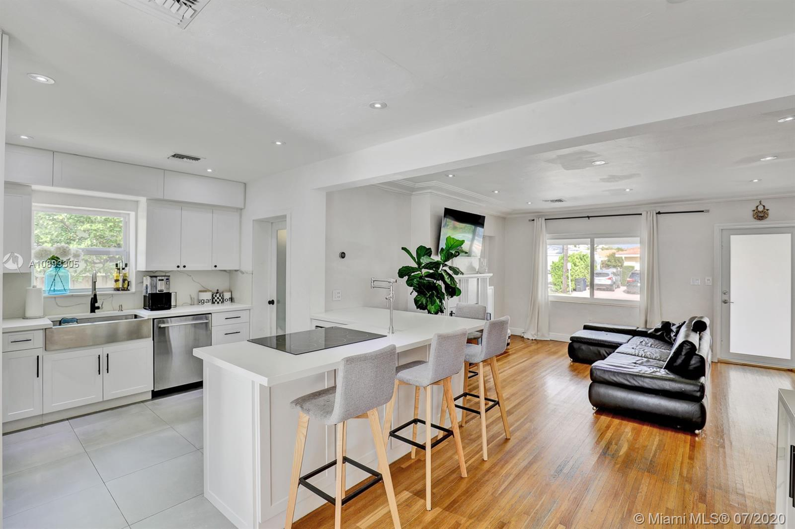 Fully remodeled home. Walking Distance to Bal Harbor Shops, Town restaurants, Stores, House of Worsh