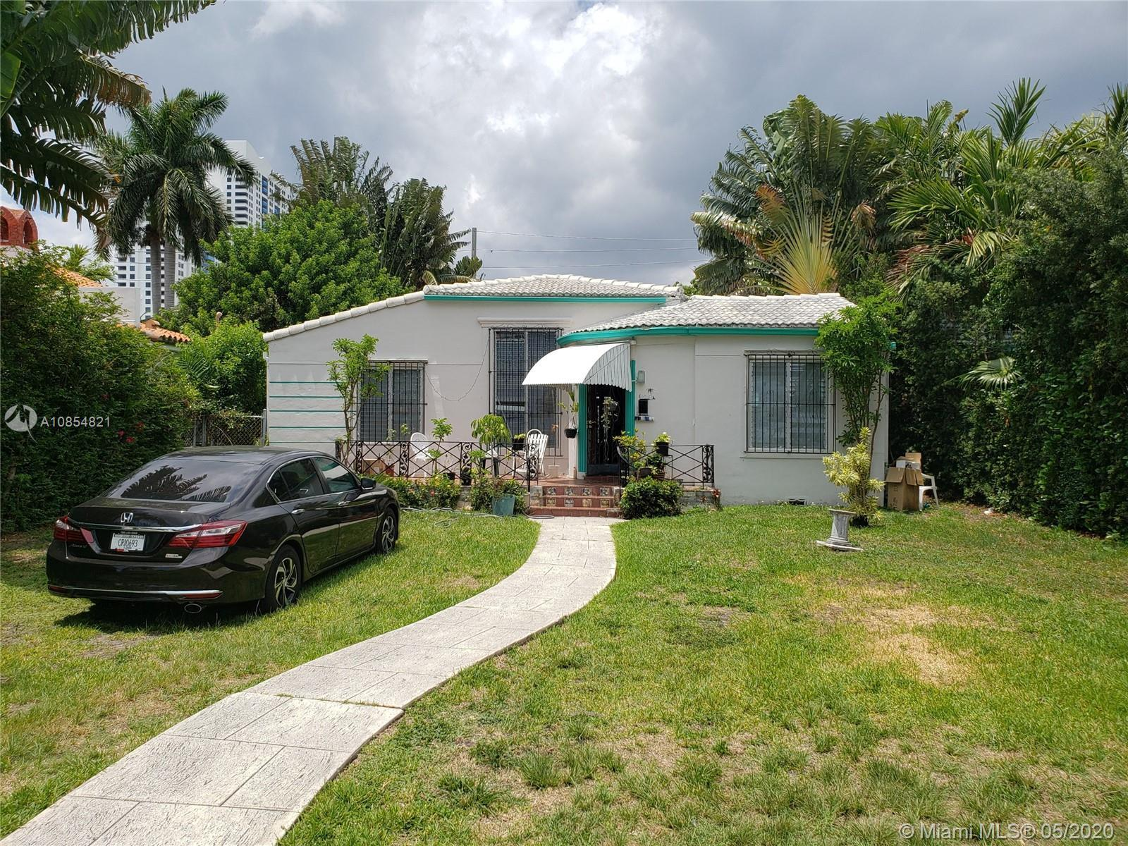 GREAT INVESTMENT OPPORTUNITY IN THE HEART OF SOUTH MIAMI BEACH, 3 BEDROOMS 2 FULL BATHROOMS, SCREENE