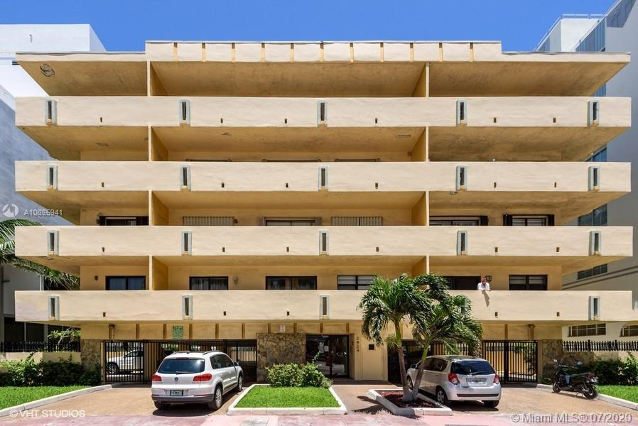 Spacious 2 BR/2BA, in a quaint, 5 story building across the street from the beach! This fabulous uni