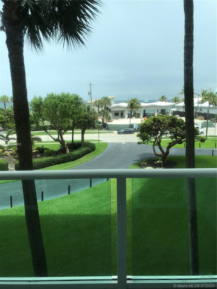 Beautiful condo a 1 bedroom and 1 1/2 bathrooms, kitchen and bathroom upgraded, washer and dryer  in