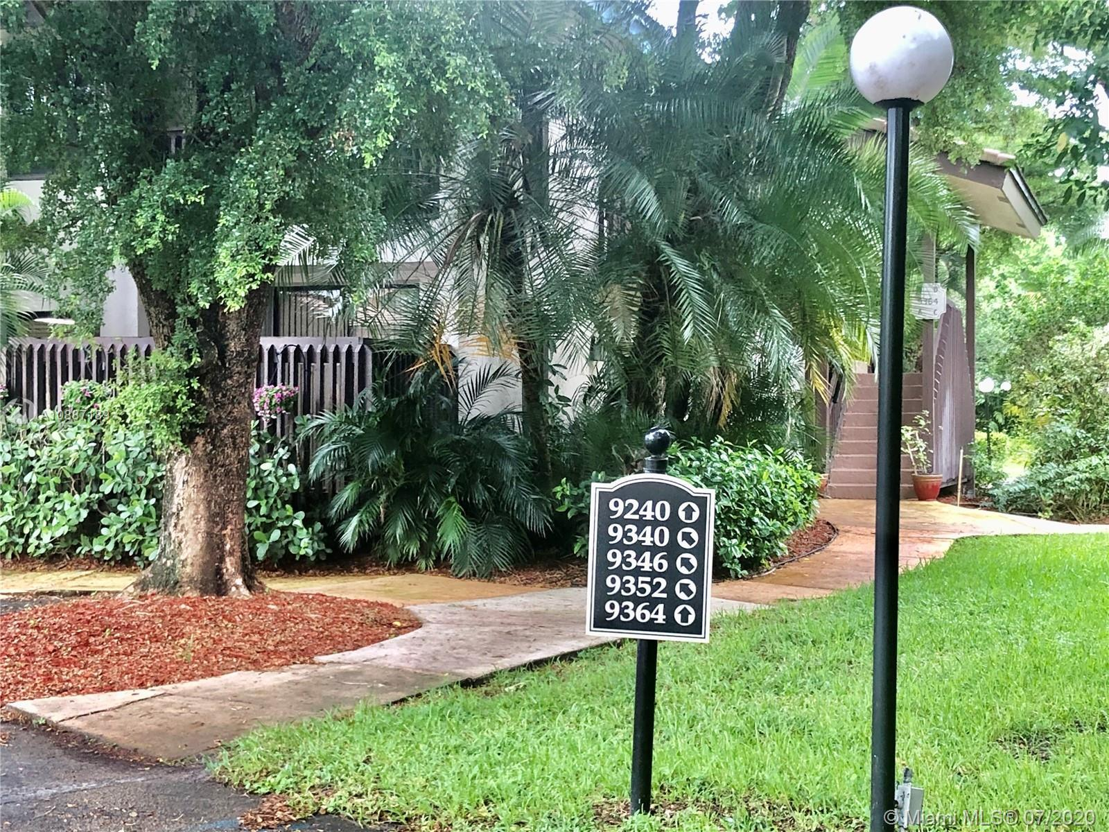 Great Location located in Boca Ridge. Updated large kitchen, stylish granite counter-tops, pantry, w