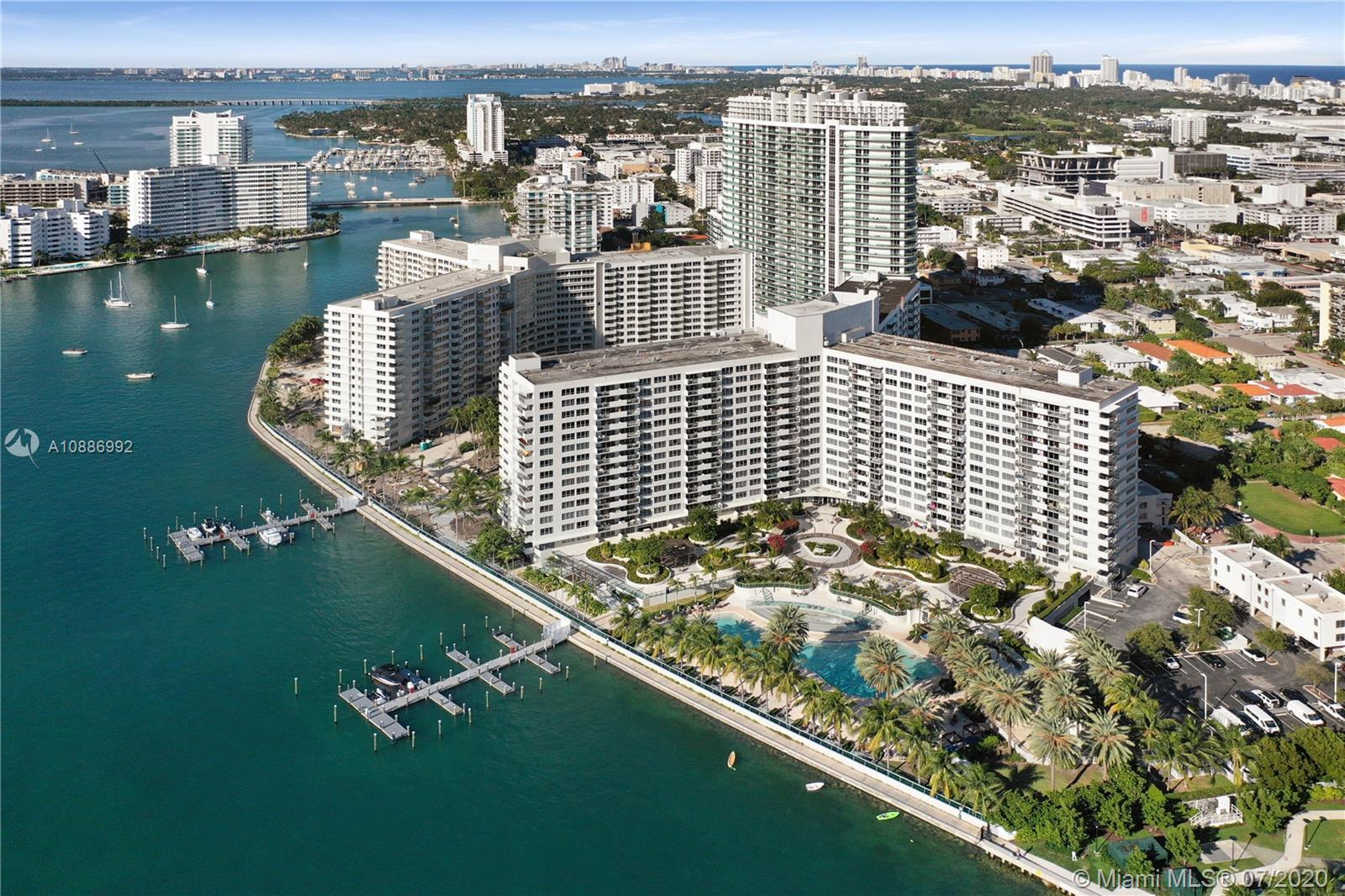 POSSIBLE SHORT SALE !!!!! The best complex in south beach, both for residents and tourists. 5 STAR