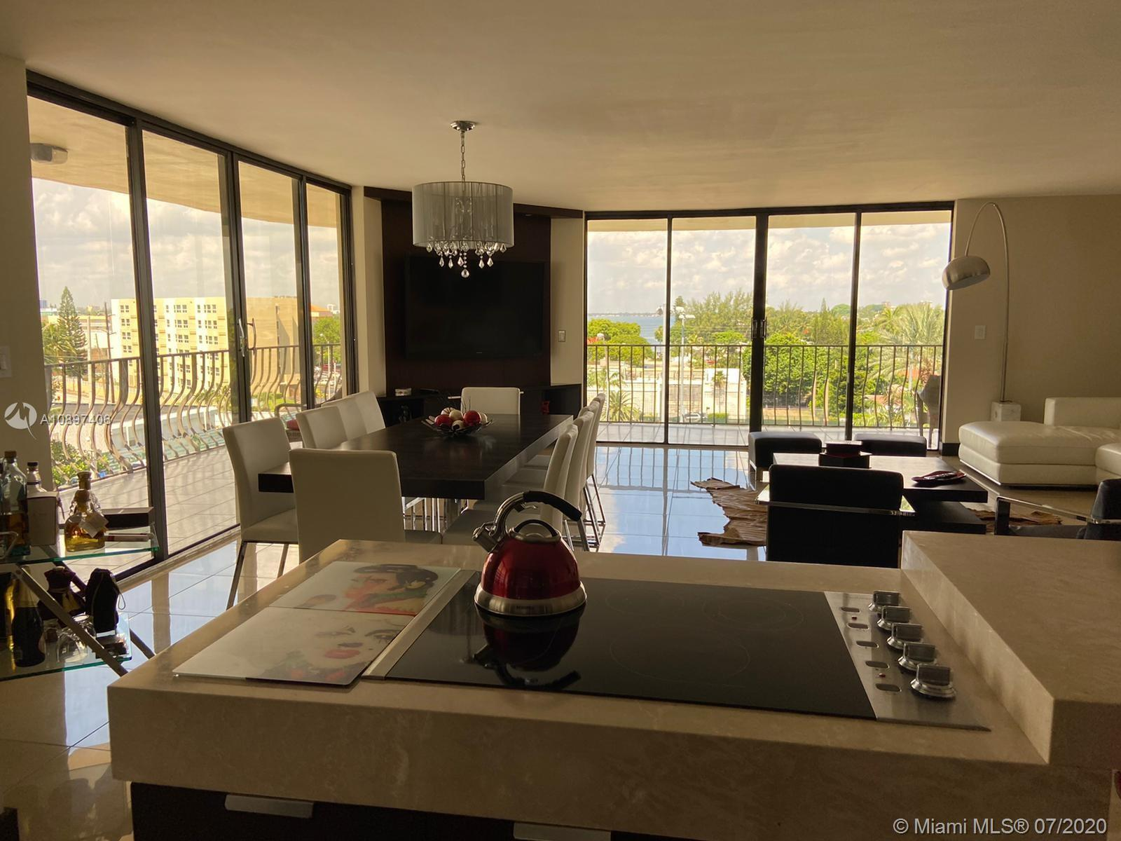 Wonderful and spacious unit with stunning direct ocean and city views from all rooms.  Huge living a