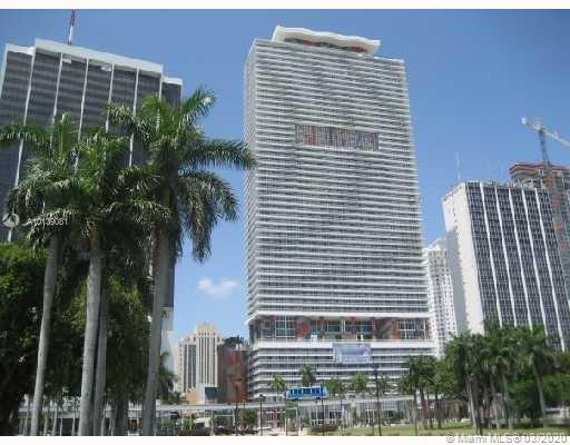 Spectacular 1 bedroom plus den and 1 bath with Miami Skyline Views of Downtown Miami and the river t