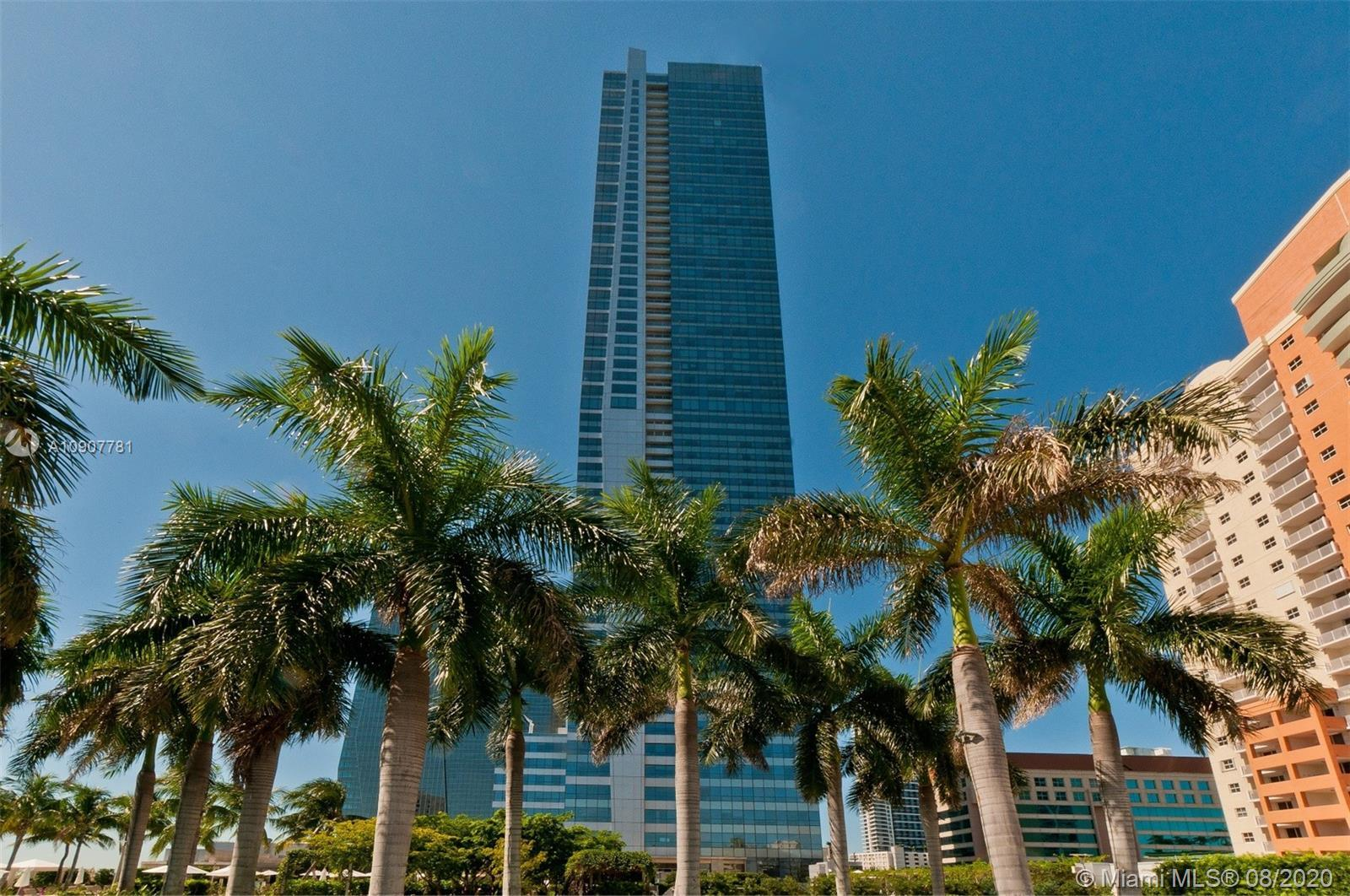 FIVE STAR LIVING AT THE FOUR SEASONS RESIDENCES MIAMI. THIS MAGNIFICENT CORNER RESIDENCE LOCATED ON