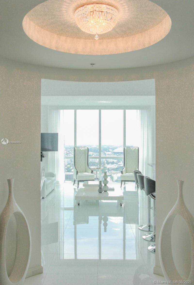 SIMPLY THE BEST LOCATION, IN FRONT OF THE BAYSIDE IN DOWNTOWN MIAMI!!! Fully finished, so, Move-in r