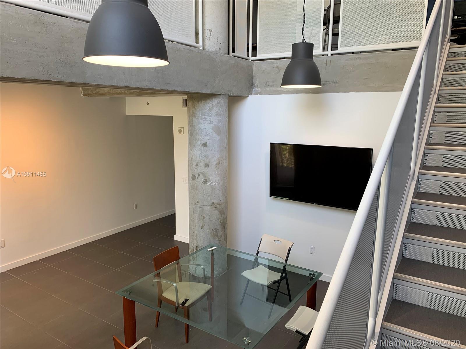 AMAZING LIVE & WORK UNIT LOFT  - 1 Bath MODERN FLOOR PLAN. European Kitchen cabinets. stainless stee